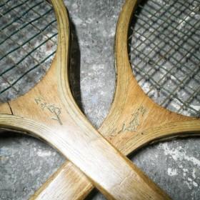 Paire de raquettes en bois