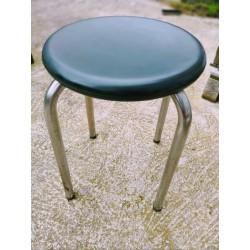 Table en formica aux pieds compas
