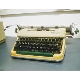 Machine à Écrire Olympia...