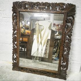 Miroir en bois sculpté...