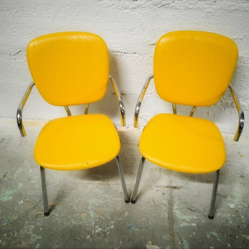 paire de chaises jaunes en formica. Black Bedroom Furniture Sets. Home Design Ideas
