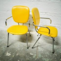 chaise en formica jaune
