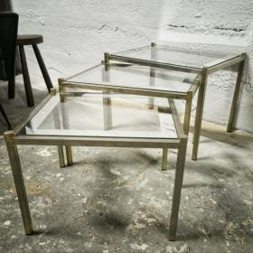 Tables gigognes en métal doré