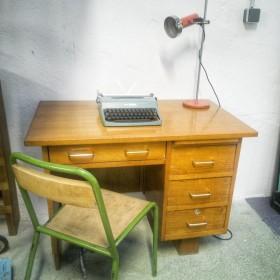 Bureau vintage en bois clair
