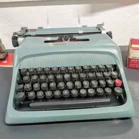 Machine à écrire Olivetti -...