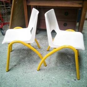 Paire de chaises de maternelle