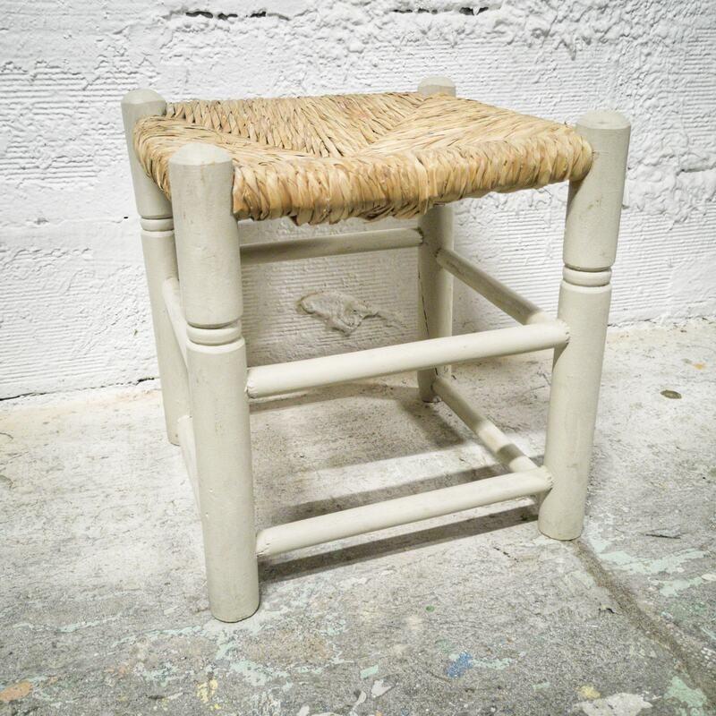 Tabouret bas à l'assise paillée   Old'Upcycling